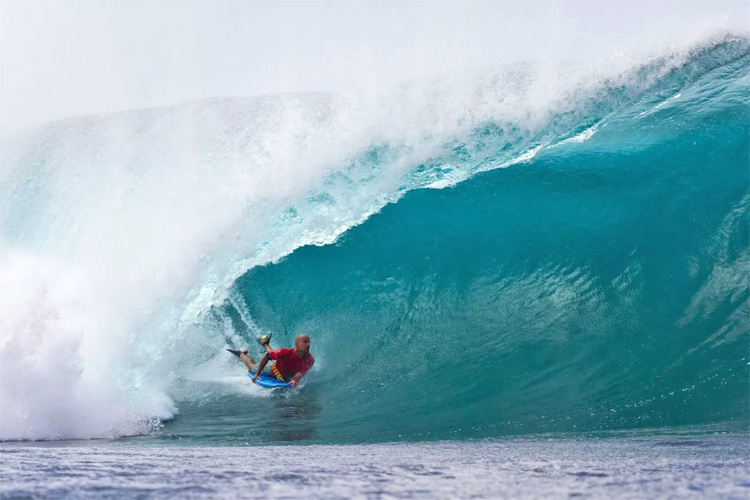 Mike Stewart: getting pitted at Pipeline | Photo: Specker/APB