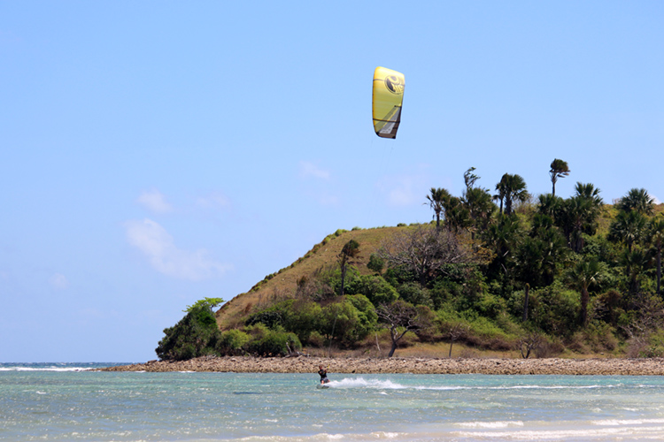 Bislig Beach: a kitesurfing heaven located in Mindoro, Philippines | Photo: Amansinaya Resort