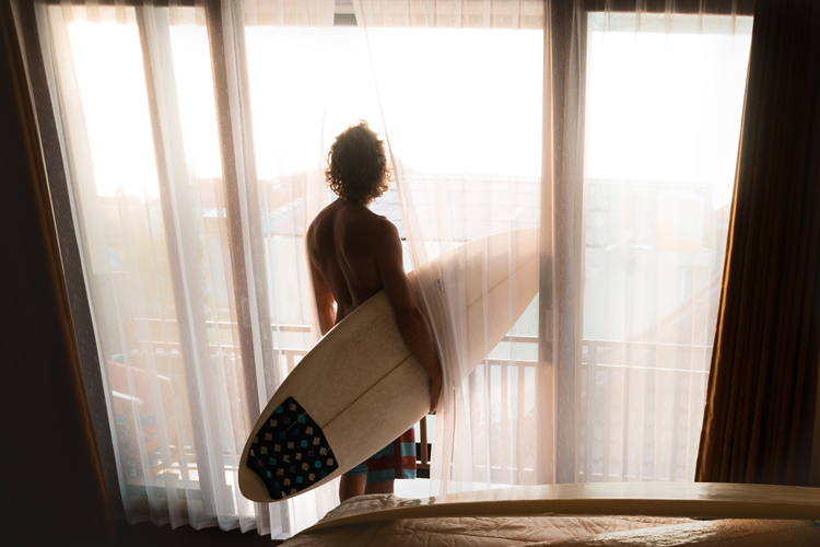 Surfing: there's nothing like the smell of coffee early in the morning | Photo: Shutterstock