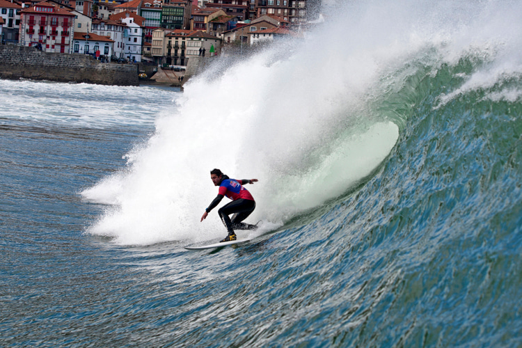 Mundaka: one of the best river mouth waves in the world | Photo: Red Bull