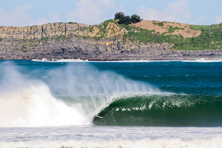 Mundaka: firing and endless left-handers