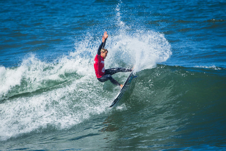 Natxo Gonzalez: power and commitment in Espinho | Photo: WSL/Poullenot