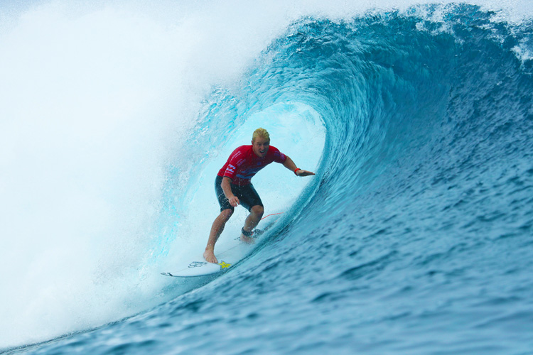 Nat Young: shining bright inside Teahupoo | Photo: Cestari/WSL