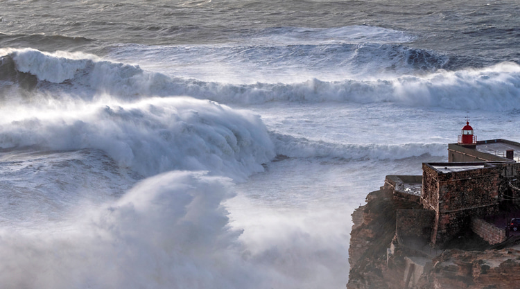 Praia do Norte, Nazaré: the giant liquid mountains are the product of a nearby underwater canyon | Photo: Heidi Hansen