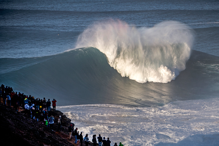 Nazaré: the waves of Praia do Norte are produced by an underwater canyon | Photo: Red Bull