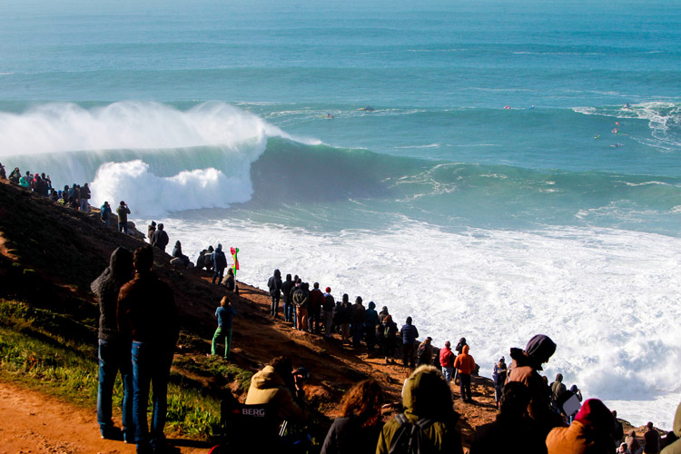 Praia do Norte: never go right | Photo: Masurel/WSL