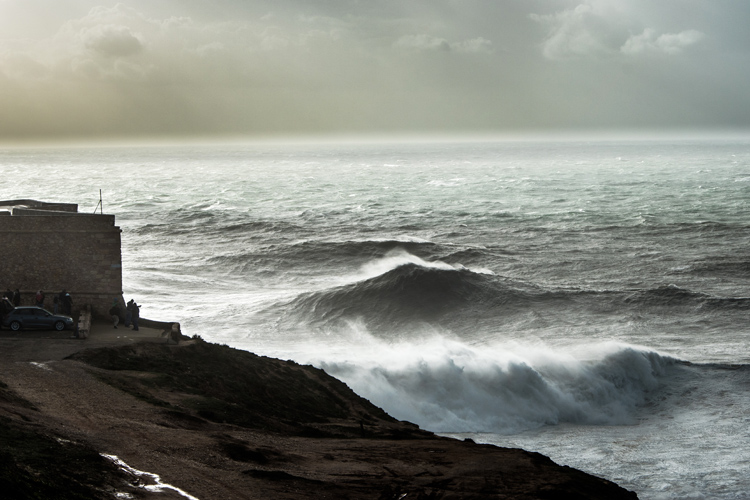 Nazaré: a big wave with a sensitive temperament | Photo: Shutterstock