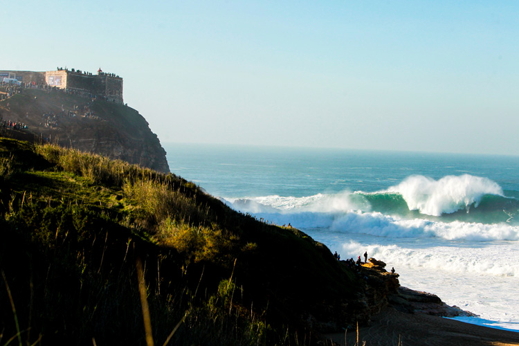 Nazaré: welcome to the powerful waves of Praia do Norte | Photo: Masurel/WSL