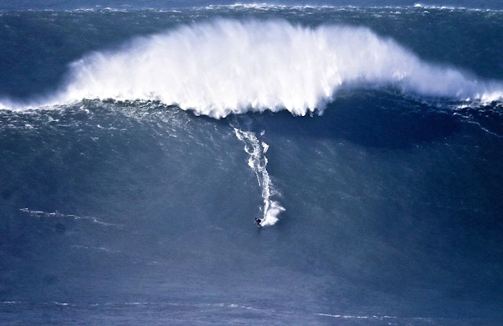 Nazaré Canyon fires giant waves and epic rides