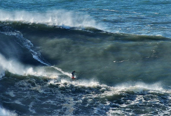 Praia do Norte: small waves, some say