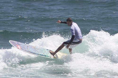 Ned Snow conquers the 2009 Yakult HP Pro in the ASP Longboard Qualifying Series