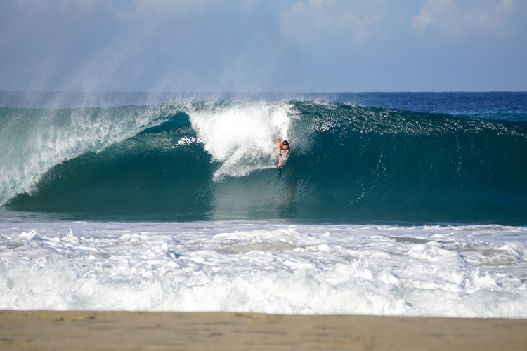 Nicolai Rotter: trimming the perfect bodysurfing line at Puerto Escondido | Photo: Jaciel Santiago