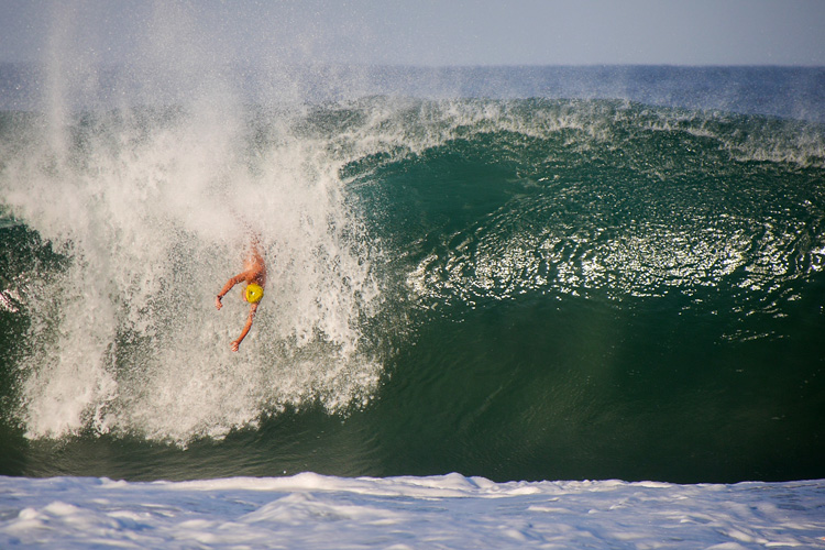 Nicolai Rotter: who said you can't get vertical in bodysurfing? | Photo: Jaciel Santiago