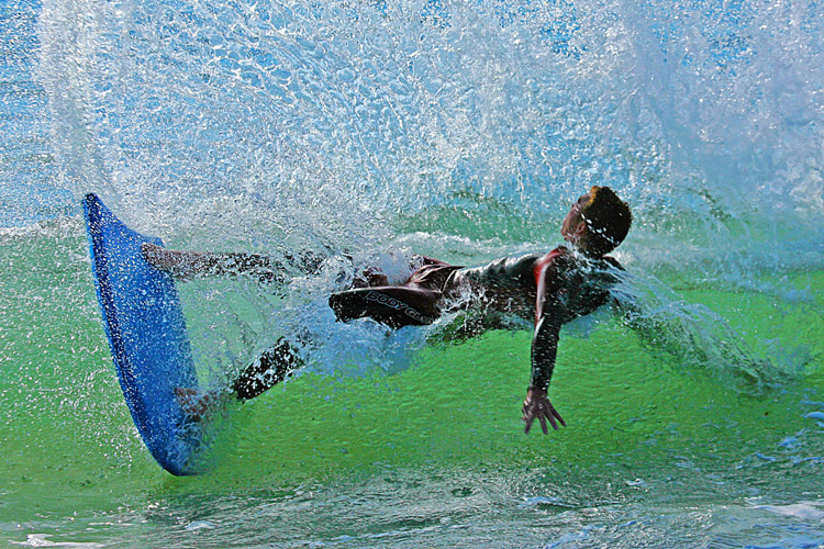 Bodyboarding: you don't necessarily need fins to ride the boogie board | Photo: Nyman/Creative Commons