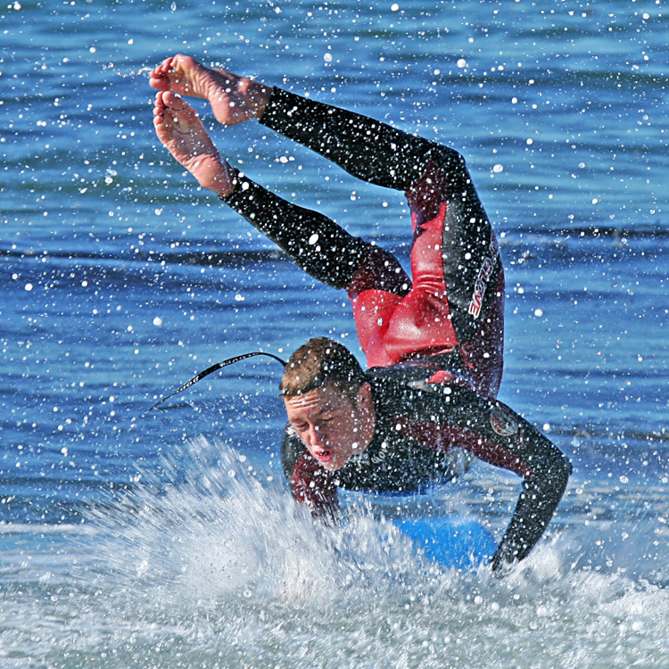 Bodyboarding: fins help you catch the wave, steer and control the bodyboard | Photo: Nyman/Creative Commons