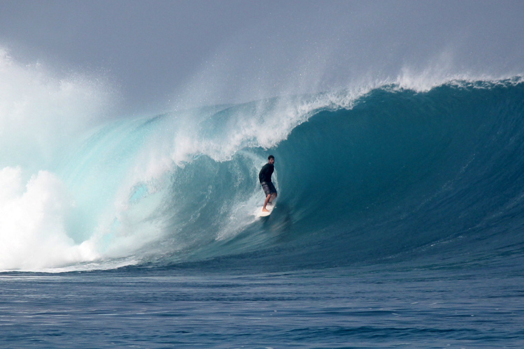 No Kandui: a perfect left-hand wave breaking in crystal clear turquoise water | Photo: Gustavo Rojas