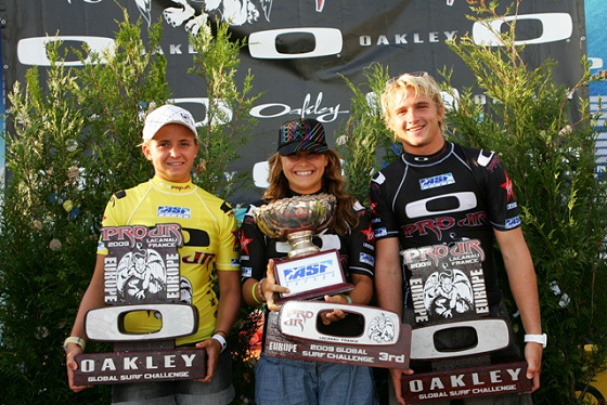 Charles Martin and Pauline Ado win the 2009 Oakley Pro Junior in France