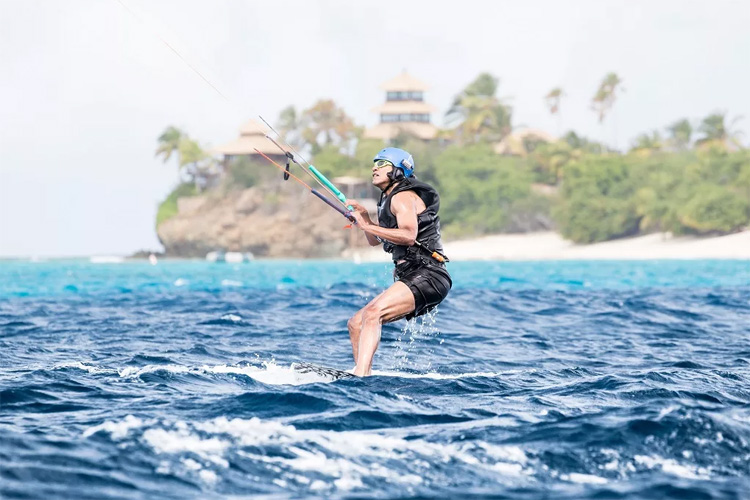 Barack Obama: learning kiteboarding in the Necker Island | Photo: Jack Brockway/Virgin