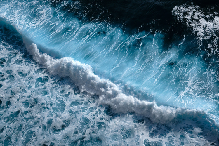 Ocean waves: pure natural energy in motion | Photo: Shutterstock