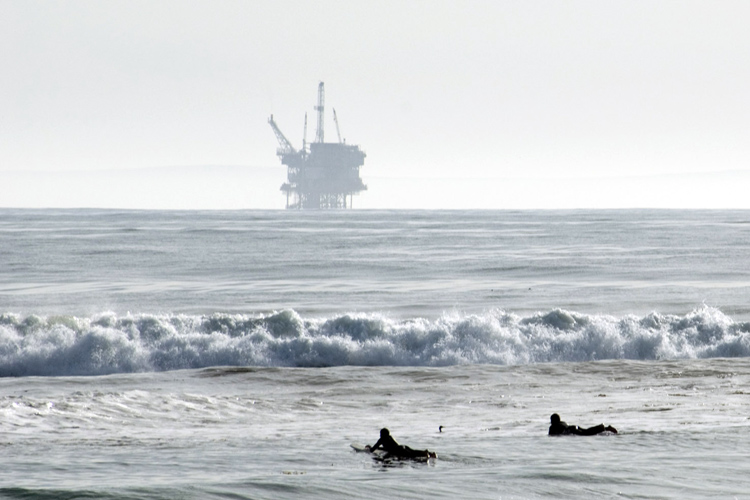 Offshore drilling: not in the Atlantic Ocean | Photo: Berardo62/Creative Commons