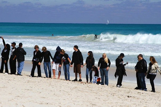 Surfers united: no more oil drilling, please (Photo: Surfrider.org)