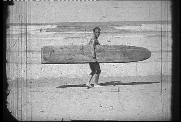Surfing in UK: heavy boards used in 1929, hein?