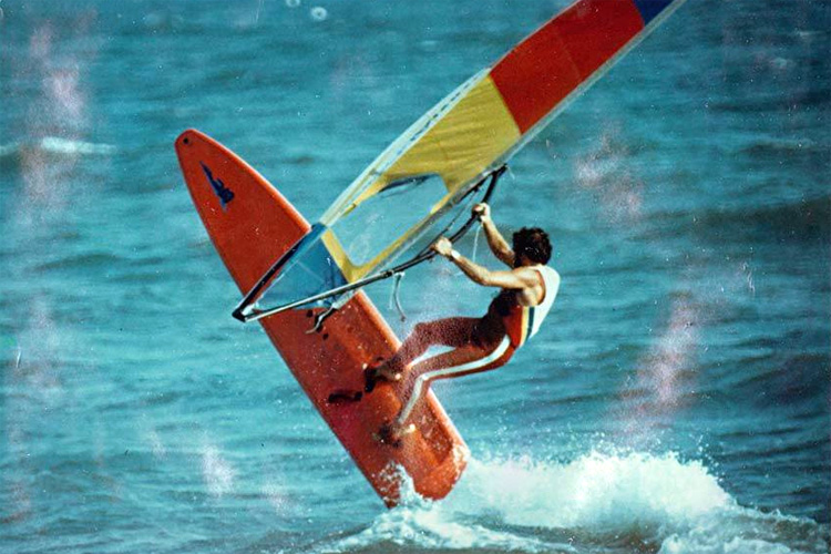 Freestyle windsurfing: in the 1980s, tricks and maneuvers were different