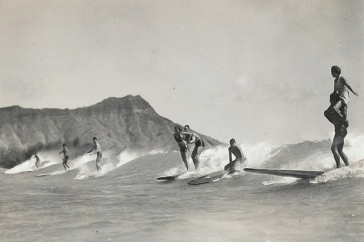 Hawaii: this is what surfing in Waikiki looked like back in the day