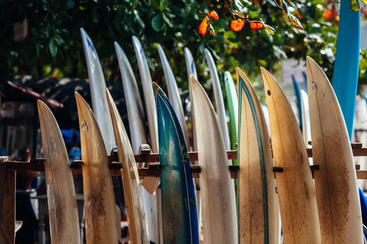 Surfboards: make sure you remove old wax on a regular basis | Photo: Shutterstock