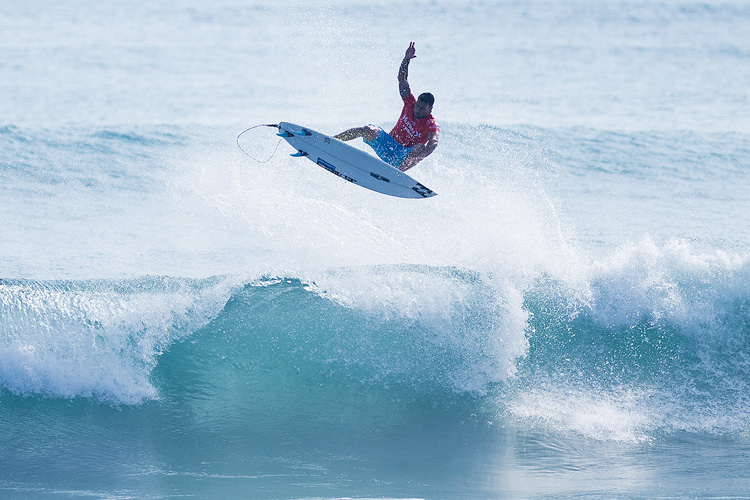 Surfing: flying into the Olympic Games | Photo: Kirstin/WSL