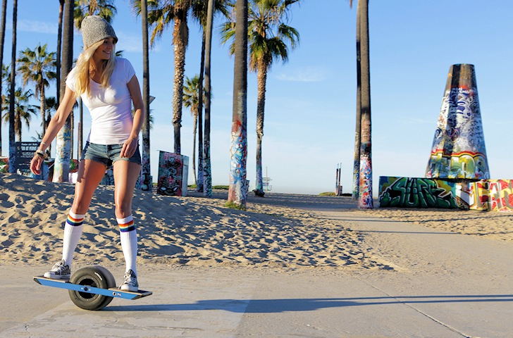 Onewheel: the electric skateboard for flat ocean days | Photo: Onewheel
