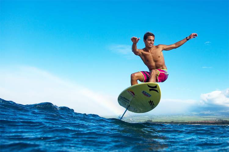 Kay Lenny: he rode a 5'6'' foil surfboard in open ocean swells | Photo: Kai Lenny