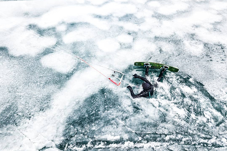 Lake Silvaplana: a kiteboarder enjoys an outdoor cryotherapy session | Photo: Chesa Media