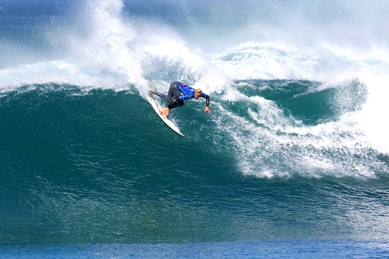 Owen Wright defeated Kelly Slater