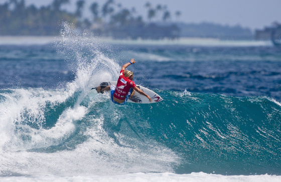 Owen Wright conquers the SriLankan Airlines Pro in the Maldives