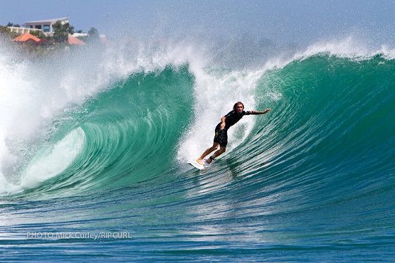 Padang Padang: expect bigger waves
