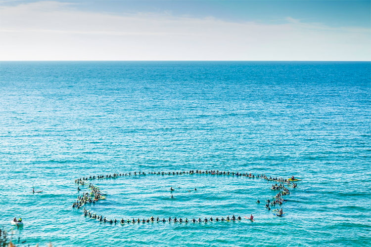 Paddle-out: a symbolic rite of passage that showcases traces of connection and separation, departure, and continuity | Photo: O'Neill