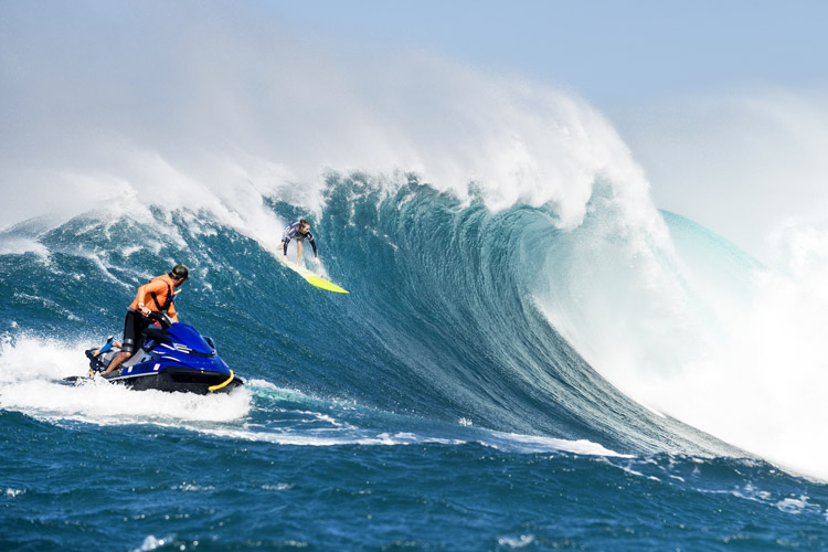 Paige Alms: the first ever female Big Wave Tour champion | Photo: Cestari/WSL title=