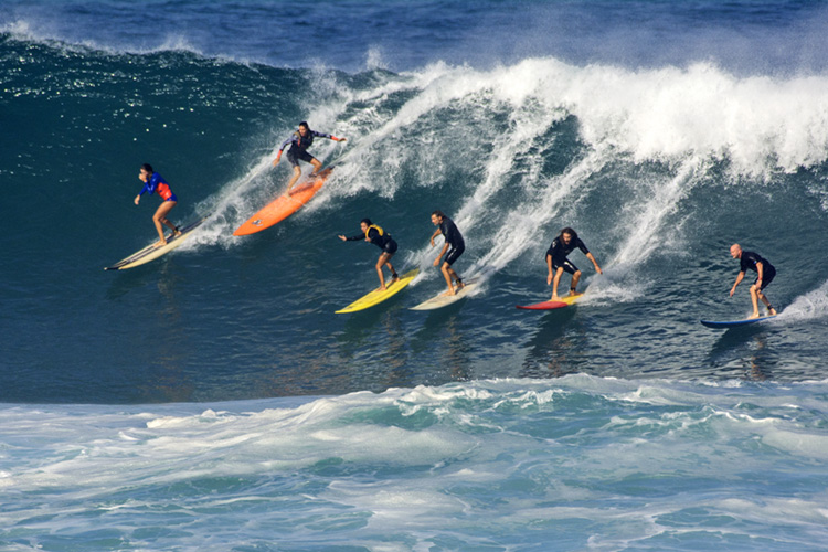 Party waves: having fun requires surfing experience | Photo: Shutterstock