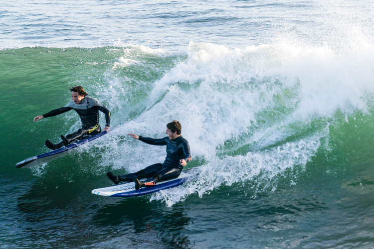 Party waves: surf with your friends and share a few playful rides | Photo: Shutterstock