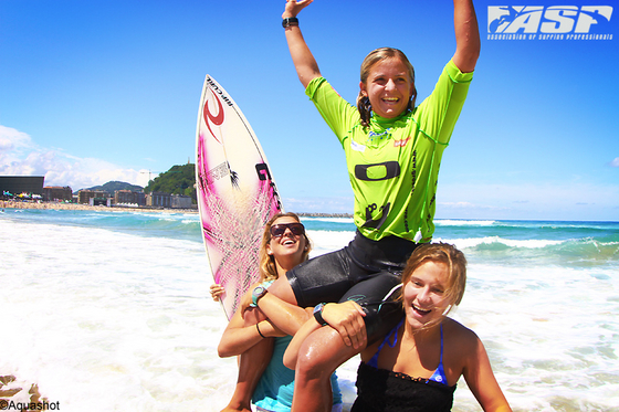 Pauline Ado: a great surfer