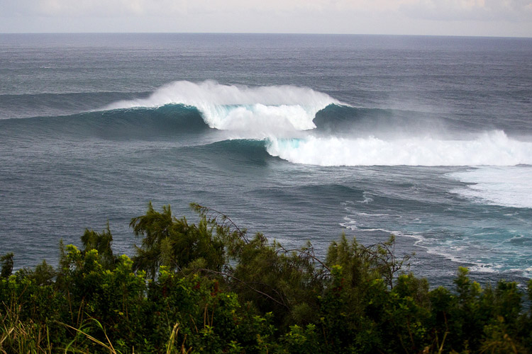Jaws/Peahi: a concave refraction wave | Photo: Kirstin/WSL