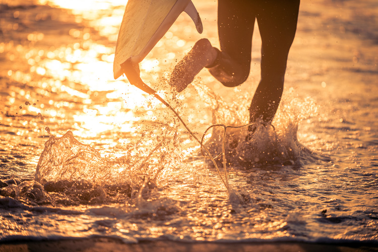 Surfing: cold water make you want to pee | Photo: Shutterstock