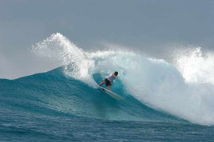 Surfing: staying hydrated prevents cramps | Photo: Shutterstock