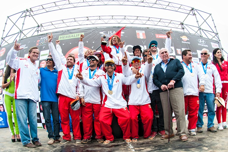 Team Peru: winners of the ISA 50th Anniversary World Surfing Games | Photo: ISA/ Michael Tweddle