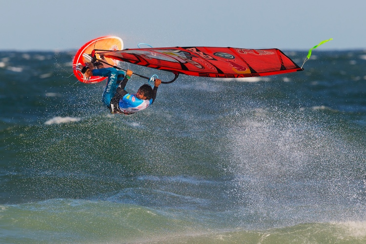 Philip Köster: wave pusher | Photo: Carter/PWA