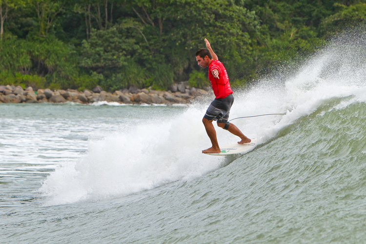 Piccolo Clemente: hanging five in Wanning | Photo: WSL
