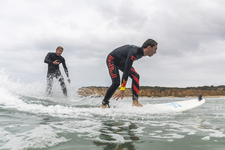 Pierre Gasly: he learned to surf with Mick Fanning | Photo: Red Bull