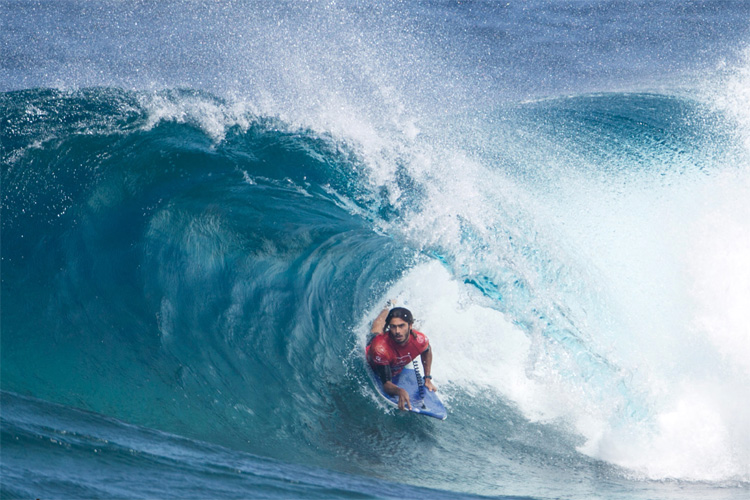 Pierre-Louis Costes: getting barreled at El Fronton | Photo: Tabone/APB