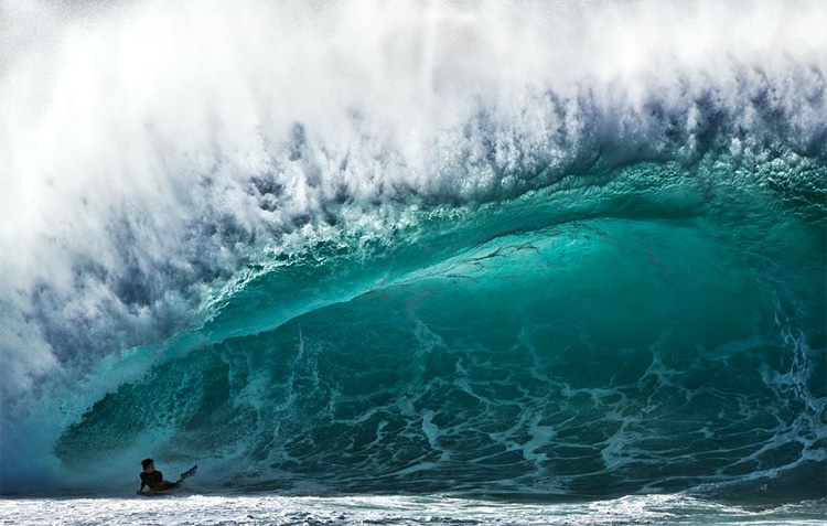 Bodyboarding in Pipeline: hazards happen | Photo: Ray Collins